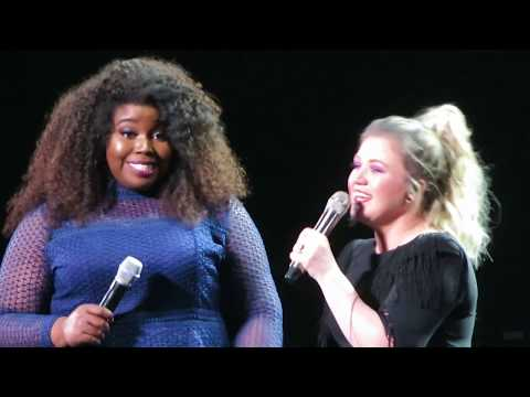 "Kelly Clarkson - ""A Minute and a Glass of Wine"" and ""You Say"" - Mohegan Sun - March 14, 2019"