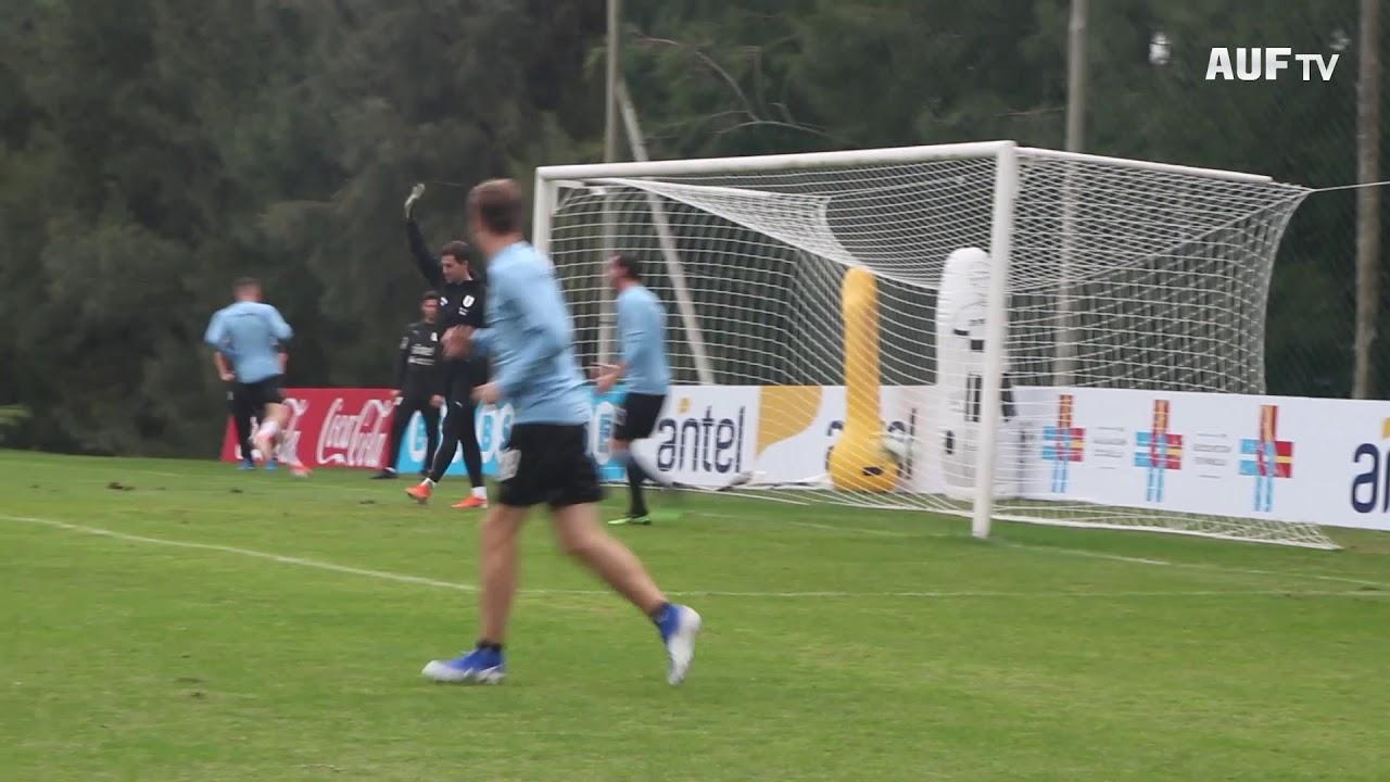 Uruguay entrenó esta tarde en la previa del viaje a Brasil