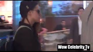 Кристен Стюарт, Kristen Stewart spotted at LAX swarmed by Paparazzi