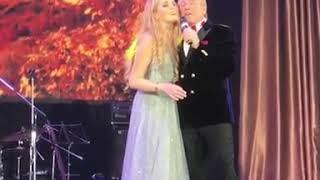 Александр и Устинья Малинины поют романс на юбилее Александра