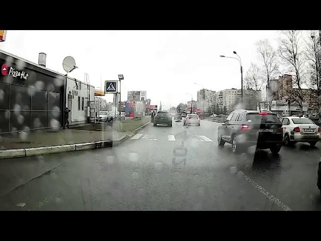 В Петербурге «летящий» Porsche сбил ребенка на переходе