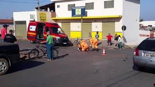 Um acidente envolvendo carro e motocicleta foi registrado na manhã desta sexta-feira no Bairro Caramuru.
