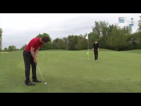 Golfregel 17-1a Flaggenstock bedienen