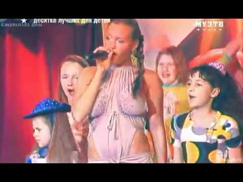 leicht bekleidete Sängerin - russische kindersendung