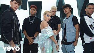 Kadr z teledysku Como Así tekst piosenki Lali Esposito ft. CNCO