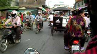preview picture of video 'Crazy Phnom Penh Traffic'
