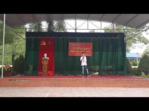 """Tiết mục đơn ca """" Mong ước kỉ niệm xưa"""" của học sinh Quang Đức"""