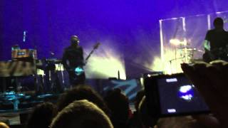 I Remain (Intro) + Woman Down - Alanis Morissette @ Brixton Academy (London)
