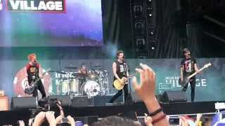 "5 Seconds of Summer- ""Kiss Me Kiss Me"" (720p) Live @ the IHeartRadio Festival Villiage '14"