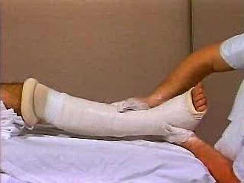 Wpadać między pięty i przedniej części stopy