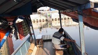 Kerasnya Hidup di Jakarta Membuat Wandi Terpaksa Tinggal di Perahu Eretan