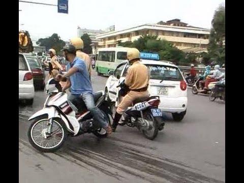 Cảnh Sát Giao Thông đuổi bắt ôtô 'điên' như phim hành động