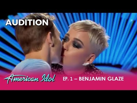 Boy Gets His First KISS Ever From Katy Perry - But Is It a Death Kiss? | American Idol 2018 (видео)