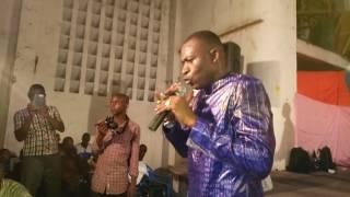 Zikiri champion en concert live à Brazzaville