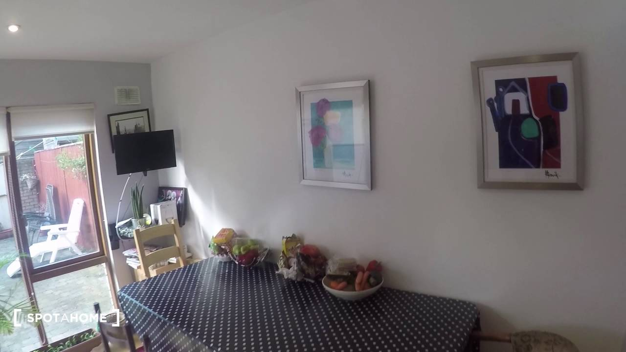 Rooms to rent in 130m2 3-bedroom house with terrace in seaside Clontarf