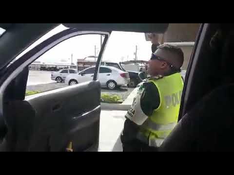 Policía Bailando Vallenato De Silvestre