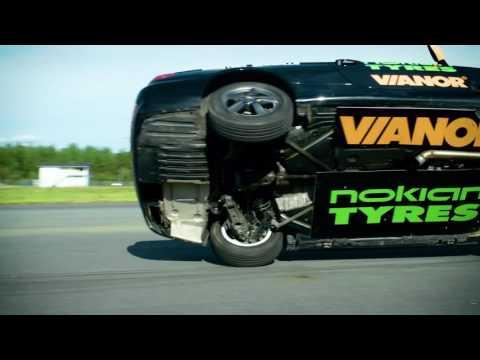 Uusi maailmanennätys auton kahdella renkaalla ajossa on huima 186,269 km/h