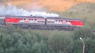 Тепловоз 2ТЭ10У-0044 с поездом Архангельск-Москва
