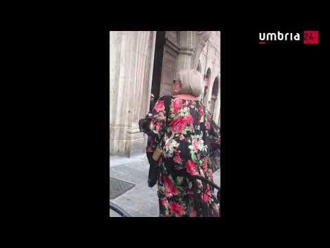 Perugia, fuori al Duomo con fucile: accerchiato da polizia. L'arma è un giocattolo
