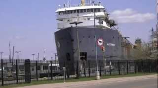 preview picture of video 'Algoway Great Lakes Freighter in The Soo Locks in Sault Ste. Marie, Michigan'