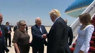 Trump becomes first sitting president to visit Western Wall