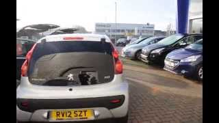 preview picture of video 'Facelift silver Peugeot 107 - low mileage - in Aldershot Hampshire - £7,990'