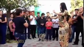 Чеченские красавицы танцуют .