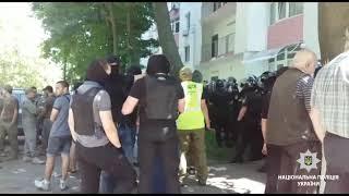 Поліція забезпечує охорону публічного порядку на місці конфлікту на Фонтанській дорозі в Одесі