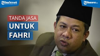 Fahri Hamzah Menerima Penghargaan Tanda Kehormatan dari Presiden Jokowi