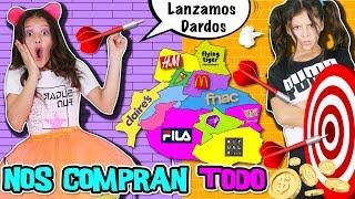 🎯 LANZAMOS DARDOS Al MAPA Y Nos COMPRAN TODO EN LO QUE CAIGA - CHALLENGE 😈 RETO ME DICEN SI A TODO