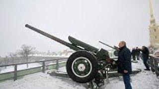 Путин стреляет из пушки по воробьям в Петропавловской крепости