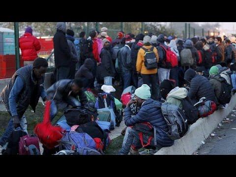 إجلاء نحو 2300 مهاجرا بمخيم عشوائي بفرنسا
