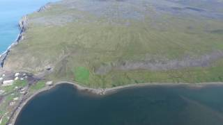 Дрон летает над Уэленом на Чукотском полуострове