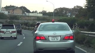 神奈川県警察本部 ヤル気まんまんな200系クラウンの追尾に気付かず捕まる違反車