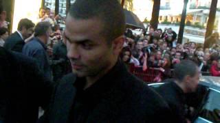 Cannes : Eva et Tony signent des autographes