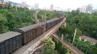 preview picture of video 'Longhai railway crosses baoCheng railway bridge. 陇海铁路跨宝成铁路桥(宝鸡)Train'