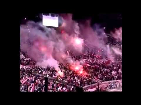 """""""Estudiantes de La Plata - impresionante recibimiento en Uruguay"""" Barra: Los Leales • Club: Estudiantes de La Plata"""