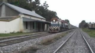 preview picture of video 'Cruzadas en Granadero Baigorria (4): Tren de NCA pasando por la estación hacia San Lorenzo'
