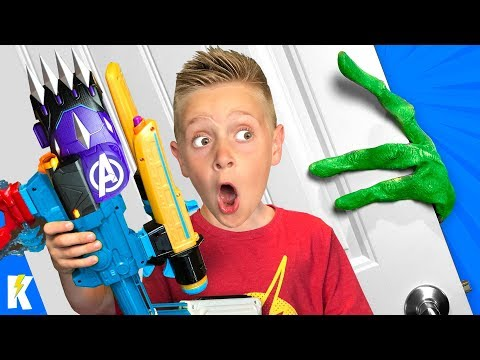 The Alien is Coming! (Kids Build Ultimate AVENGERS Endgame Nerf Blasters) KIDCITY