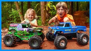 RC Monster Trucks - Traxxas Bigfoot vs Grave Digger