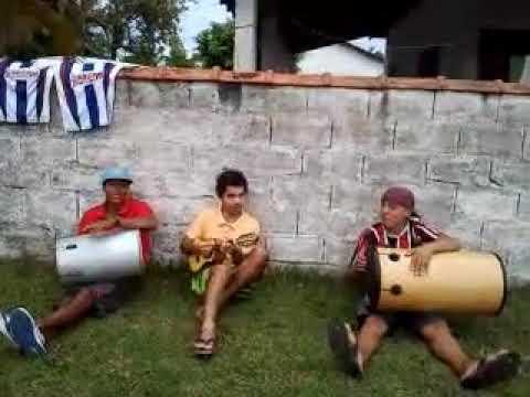 Rogério barra do Ribeiro cantando pagode c turma