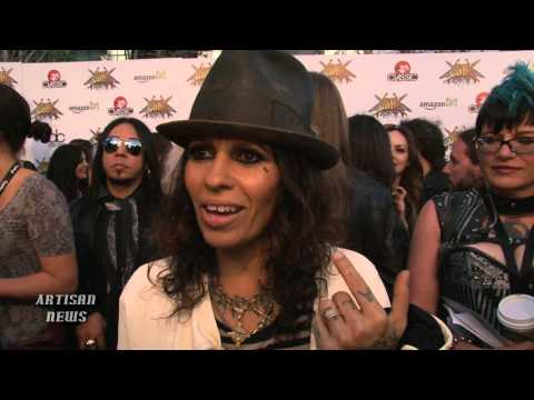 RAW: LINDA PERRY TALKS MARRIED LIFE WITH SARA GILBERT