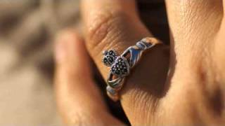 How to wear a Claddagh Ring from Seoda Si