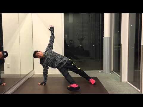 腹斜筋と内転筋の連動を高める「サイドプランクアダクション」