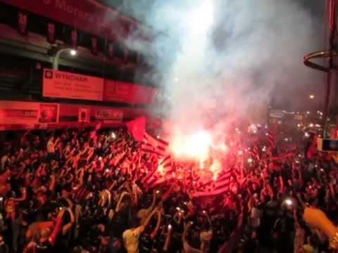 """""""MANUDO DESDE LA CUNA, BANDERAZO ROJINEGRO 09.05.14"""" Barra: La 12 • Club: Alajuelense"""