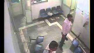 preview picture of video 'Allahabad: Patient's relatives brutally beaten up doctor, recorded on CCTV'