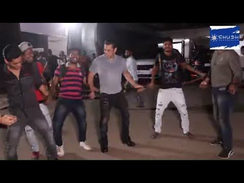 Dabangg 3: Salman Khan dancing with photographs on Munna Badnaam Hua song | Shudh Manoranjan