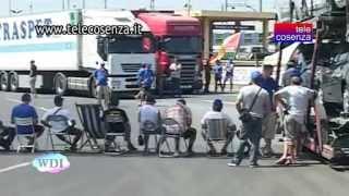 preview picture of video 'Villa San Giovanni: il Movimento dei Forconi protesta agli imbarcaderi'