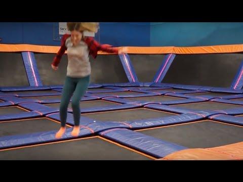Прыжки на батутах: вверх всей семьей!