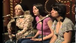 Dolly Parton Bury Me Beneath The Willow on Dolly Show with Emmylou Harris  Linda Ronstadt 1976/77